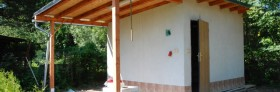 Stavba zahradního domku pokračuje