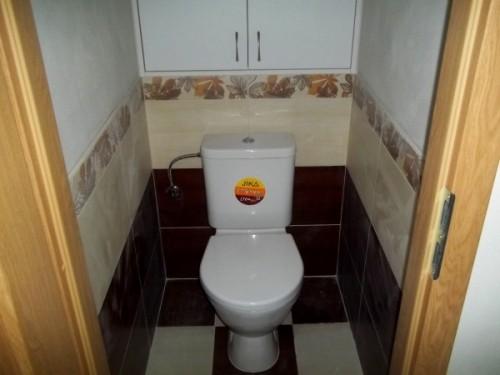 Nový záchod je na místě